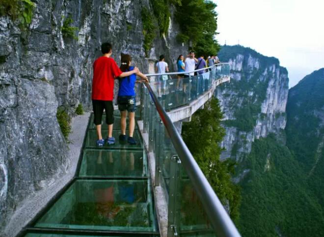 世界上最长最高的全透明玻璃桥,你敢试下吗?图片